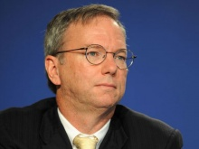 Google's Eric Schmidt Has An iPhone!